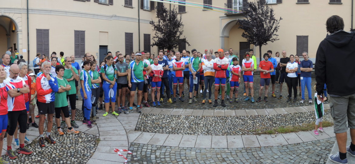 briefing in piazza